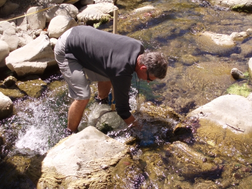 Chris Stephens scrubbing rocks during bioassessment monitoring along the Ventura River (Sep. 2006)
